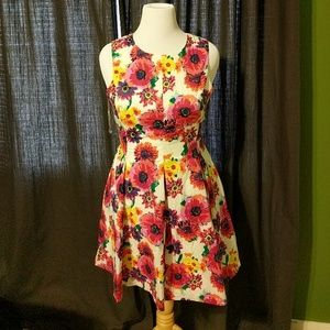 NWT Esley Floral Dress
